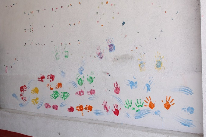 with the hand prints walls looked something like this.